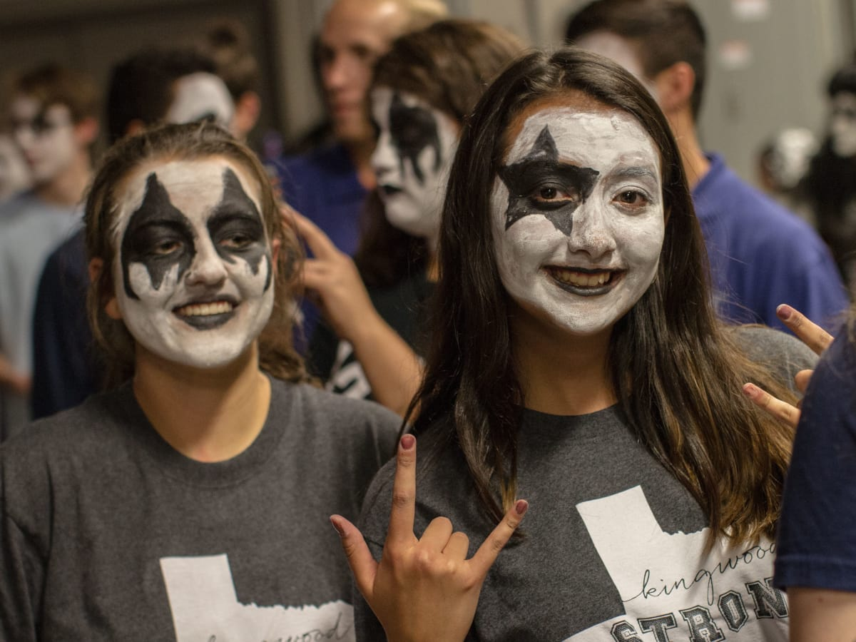 Kiss And Tell Kingwood High Students Meet Up With Legendary Rock