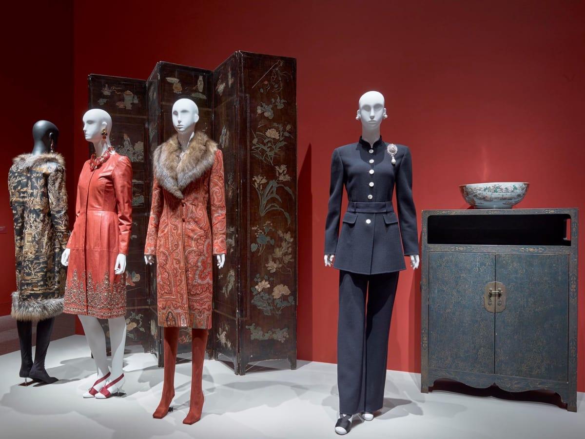 Oscar de la Renta MFAH exhibition Anna Wintour coat, Lynn Wyatt pantsuit