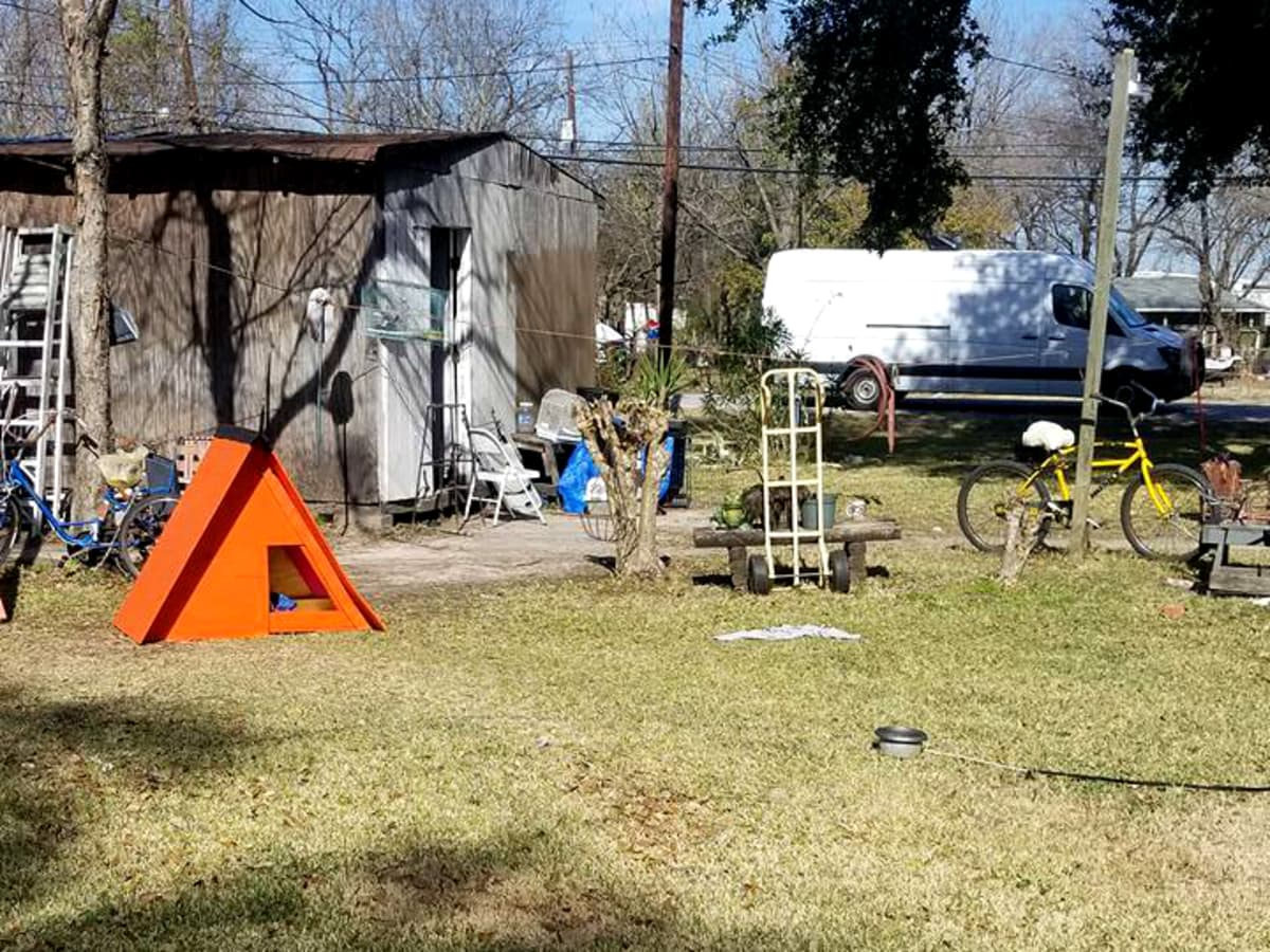 Houston yard Pet Set dog shelter