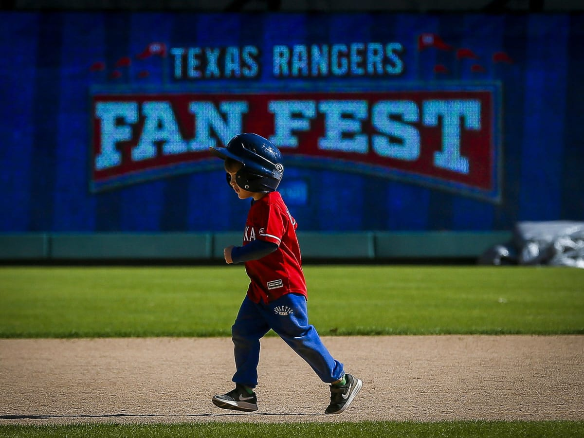 Cole Hamels at Texas Rangers Fan Fest