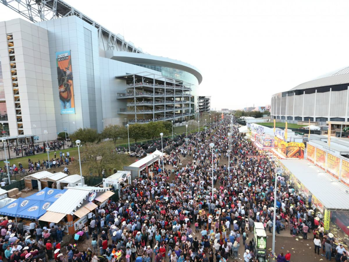 Rodeo Houston outdoor crowd