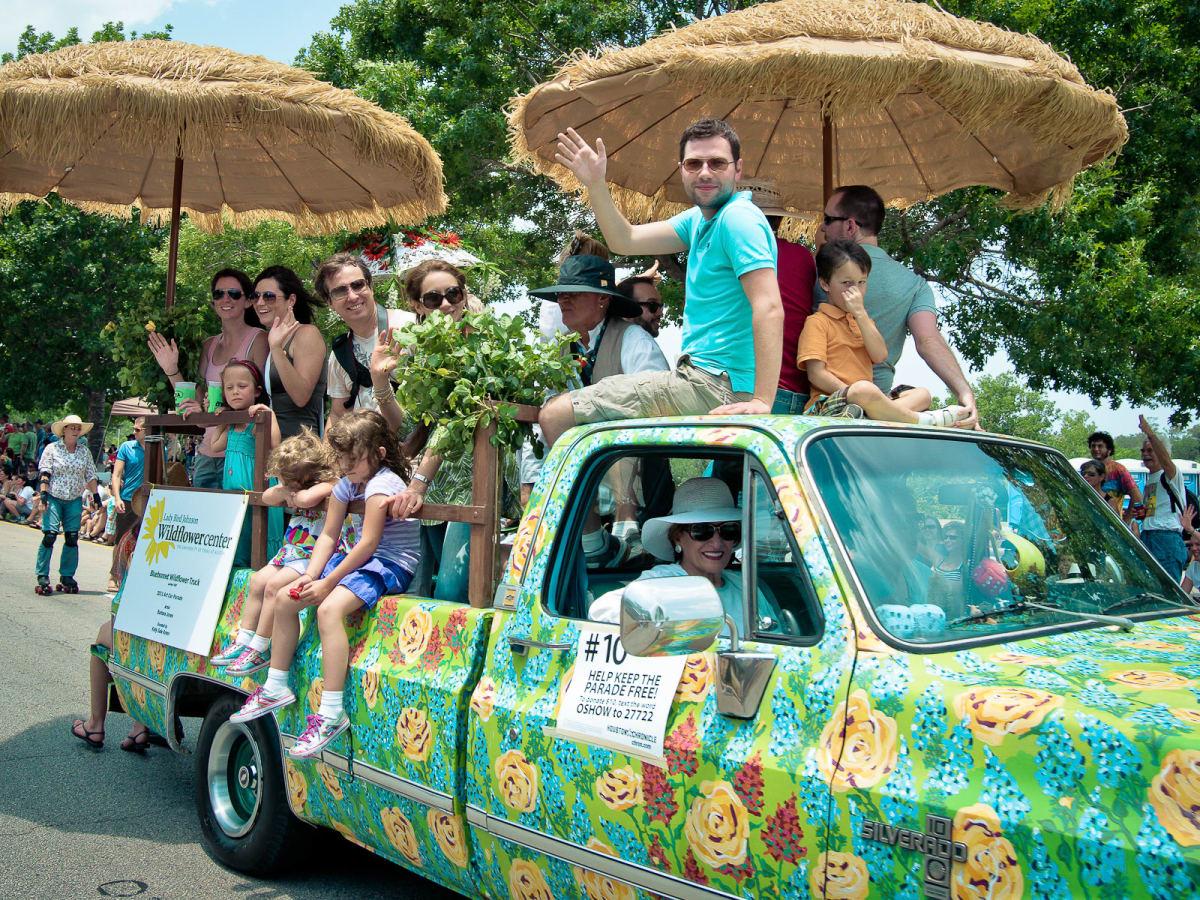 News_005_Art Car Parade
