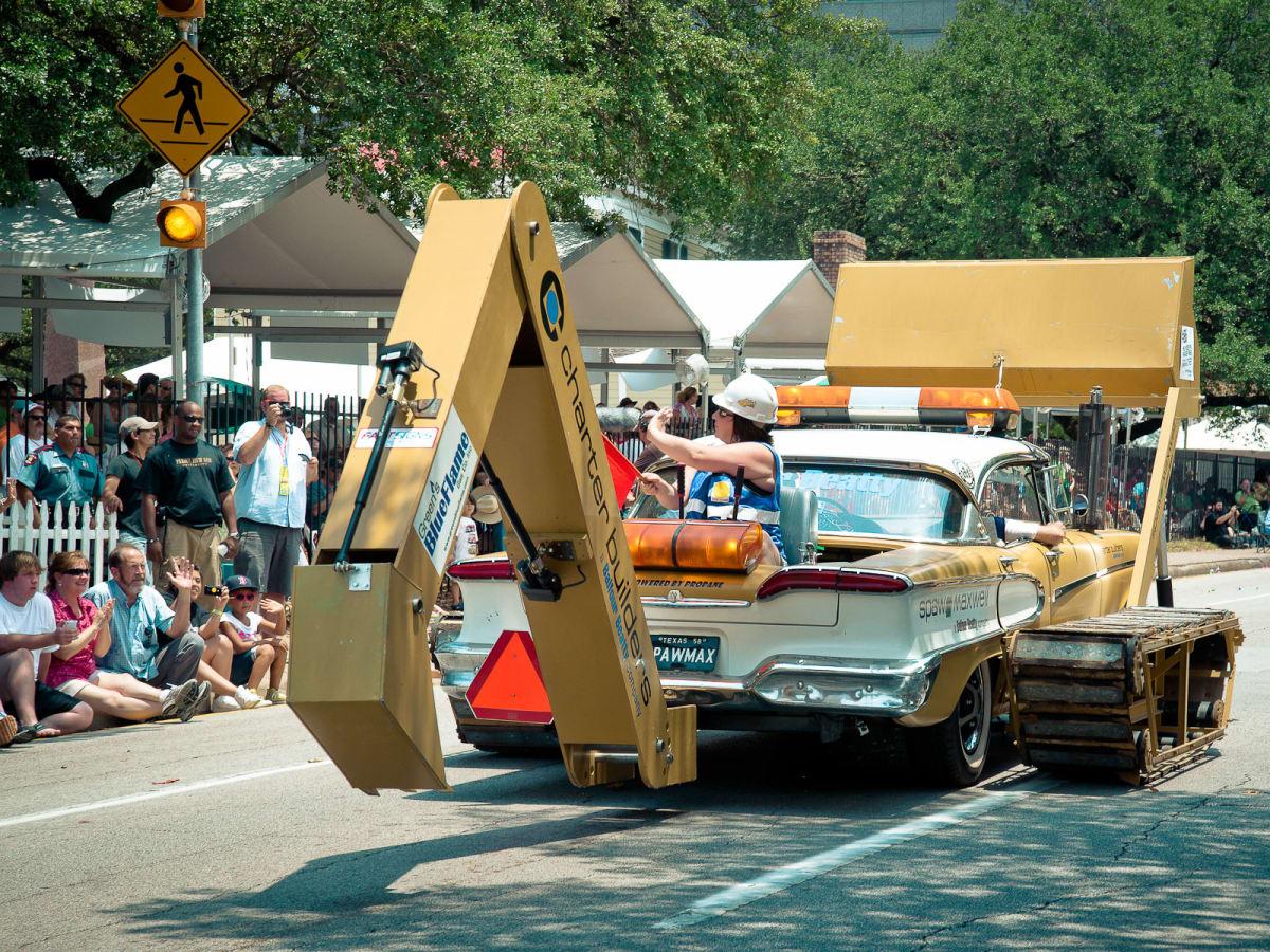 News_008_Art Car Parade