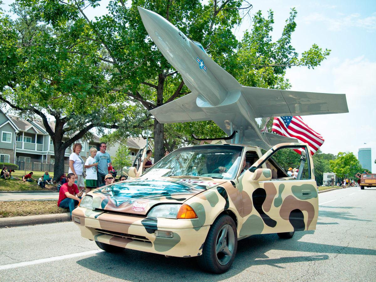 News_020_Art Car Parade
