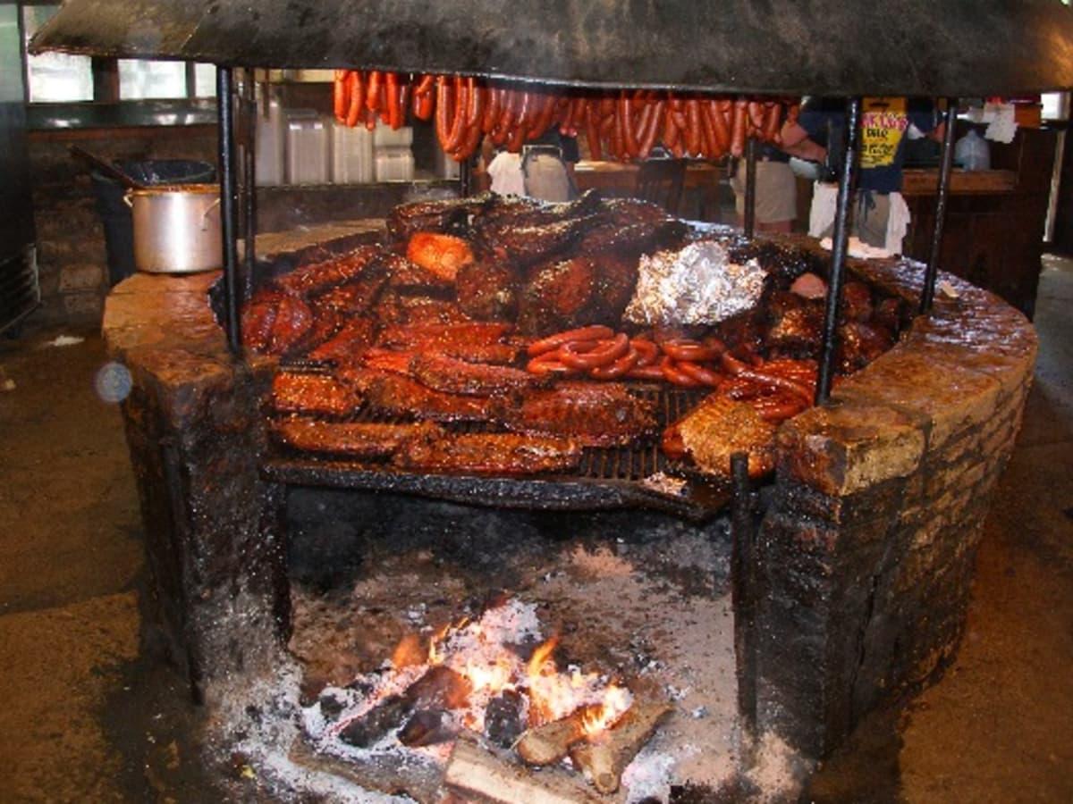 Austin Photo: places_food_salt lick driftwood_interior