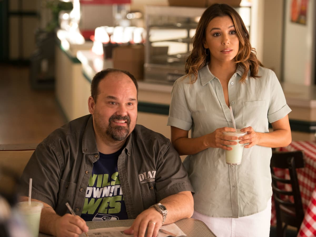 Mel Rodriguez and Eva Longoria in Overboard