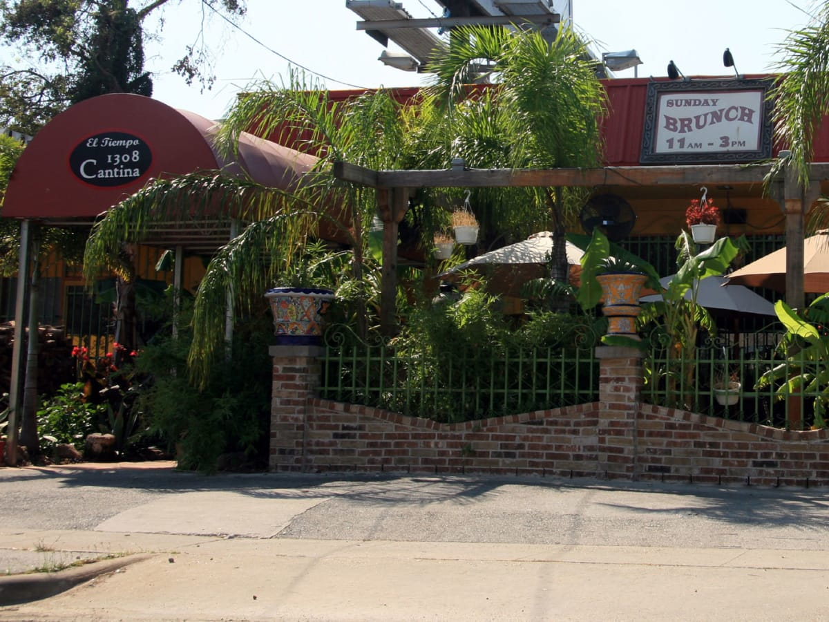 Places-Drinks-1308 Cantina-exterior-1