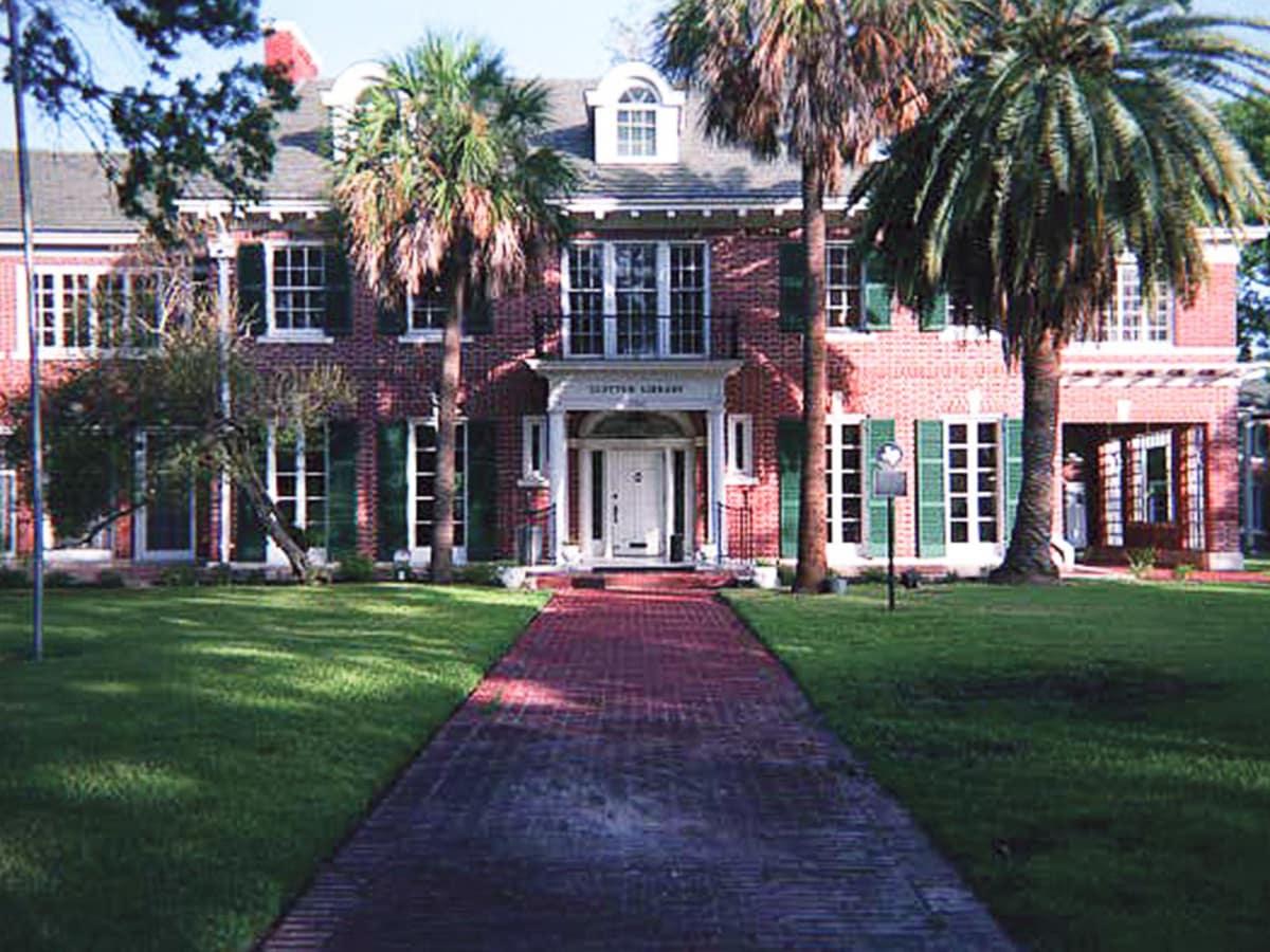 Places-Unique-Clayton House exterior