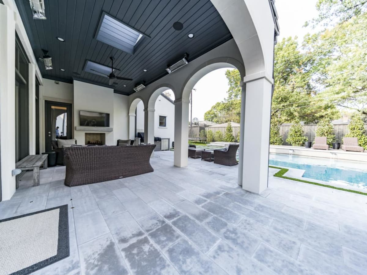 Outdoor living area in Dallas