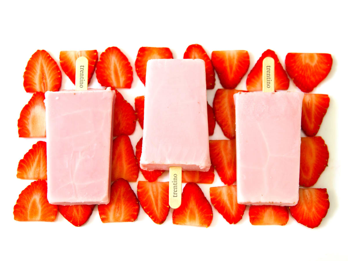 Trentino gelato pops strawberry strawberries
