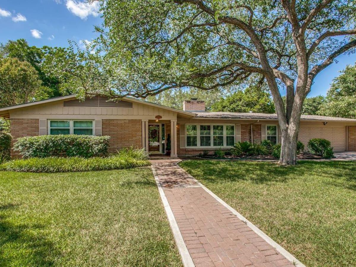 Home for sale in San Antonio's Oak Park neighborhood