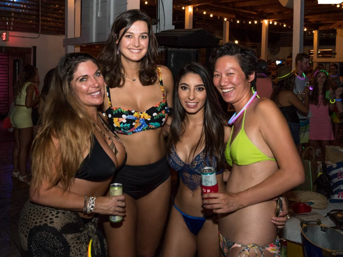 Frances Williams, Izabela Grot, Anaid Barrera, Grace Hwang, BvB pool party