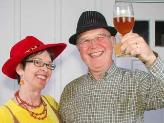 Manos de Cristo presents Beer, Wine & Swine