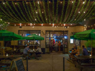 Waller Creek Pub House presents Relationships are a Mis-Steak Dinner