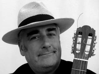 headshot of guitarist Fred Firth