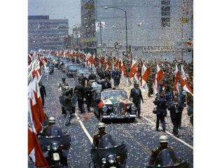 Photo of JFK motorcade with Secret Service agent Kenneth Giannoules