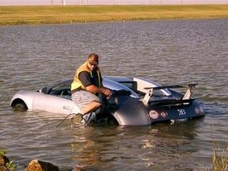 News_Bugatti_in_lagoon