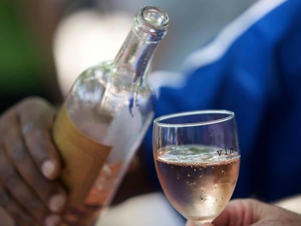 Vino Vino Austin bar restaurant rose wine glass bottle