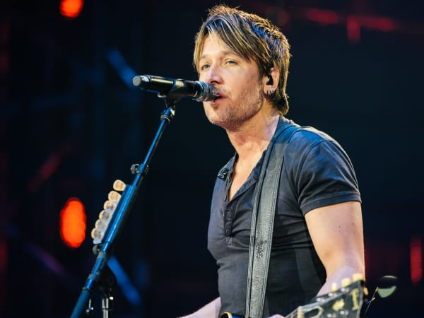 Keith Urban close
