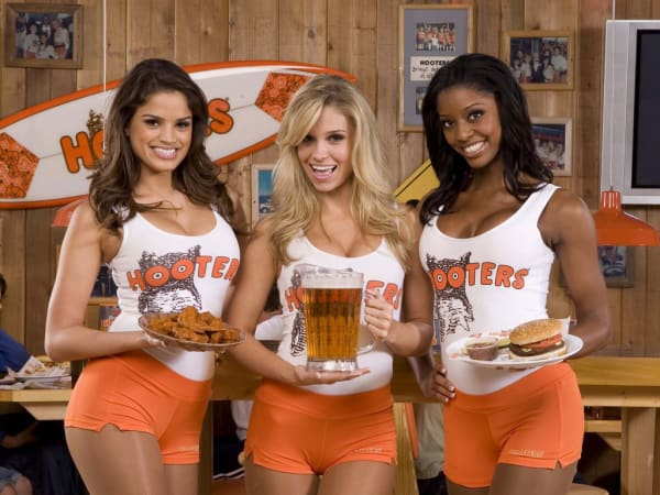 Hooter's girls waitresses