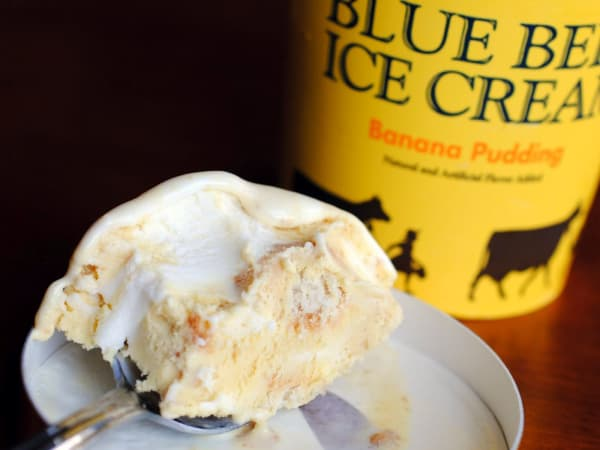 Blue Bell ice cream banana pudding scoop
