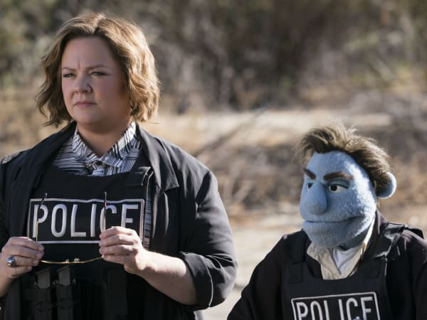 Melissa McCarthy and Phil Phillips in The Happytime Murders