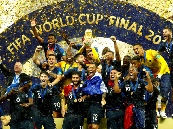 World Cup 2018 France team win trophy Russia