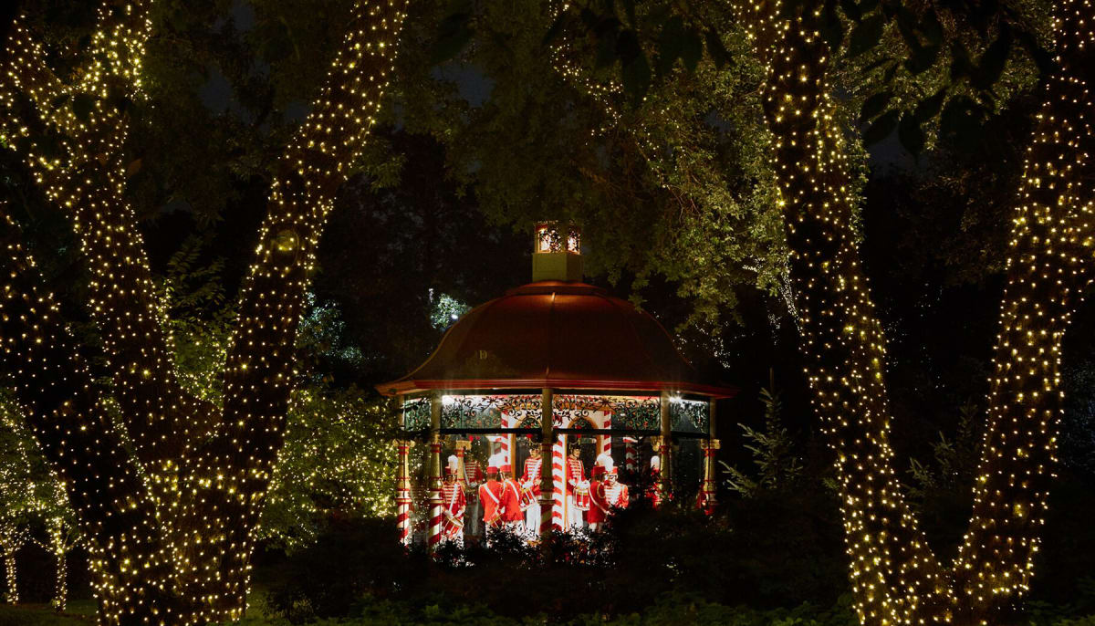 Dallas Arboretum and Botanical Garden presents Holiday at the ...