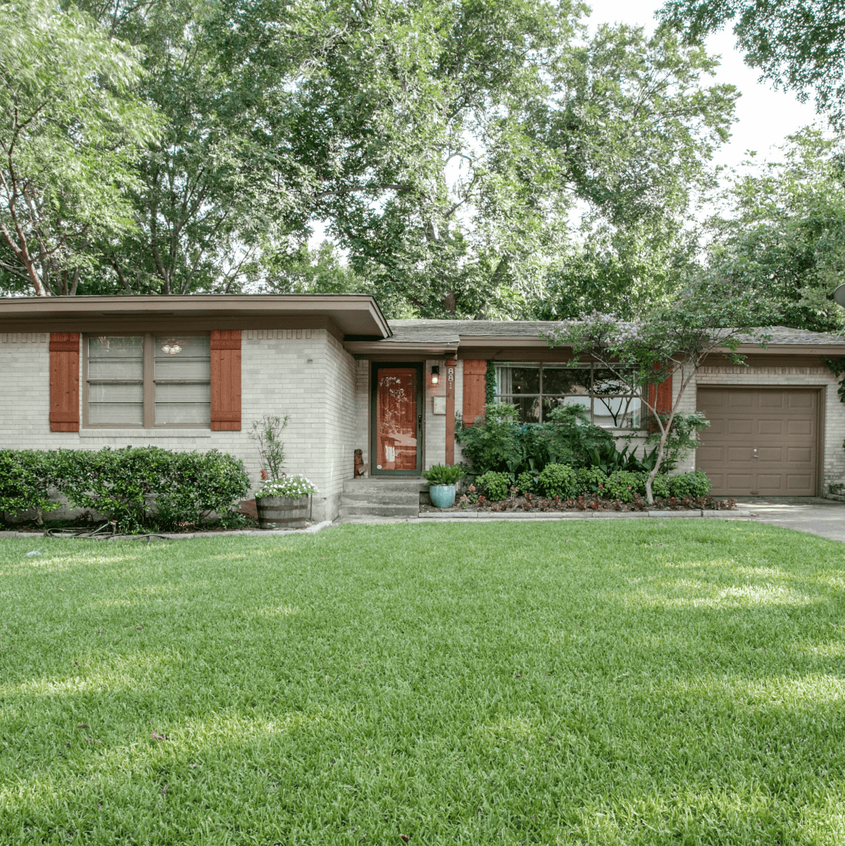 Exterior of 881 Berkinshire Dr. in Dallas