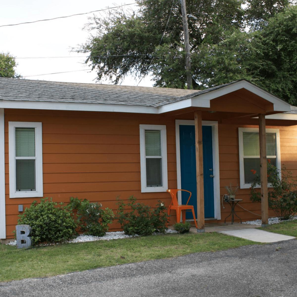 Zumper rental 1116 Northwestern Avenue home house East Austin Boggy Creek OCtober 2015