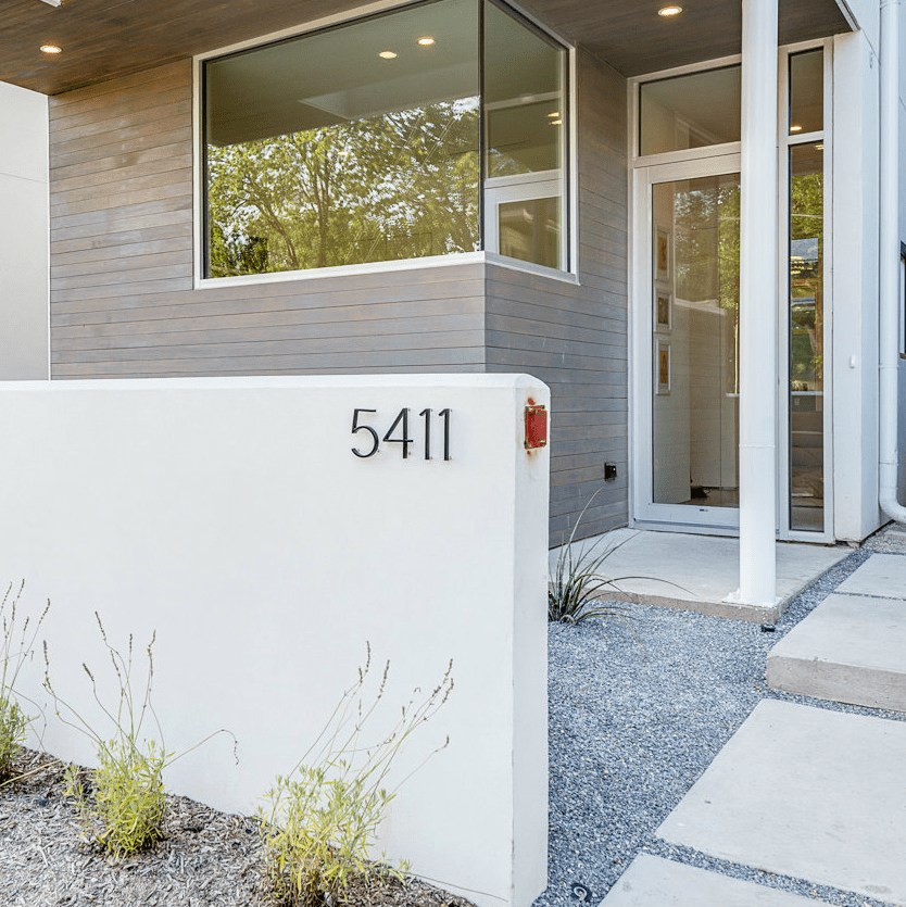 5411 Melrose Avenue