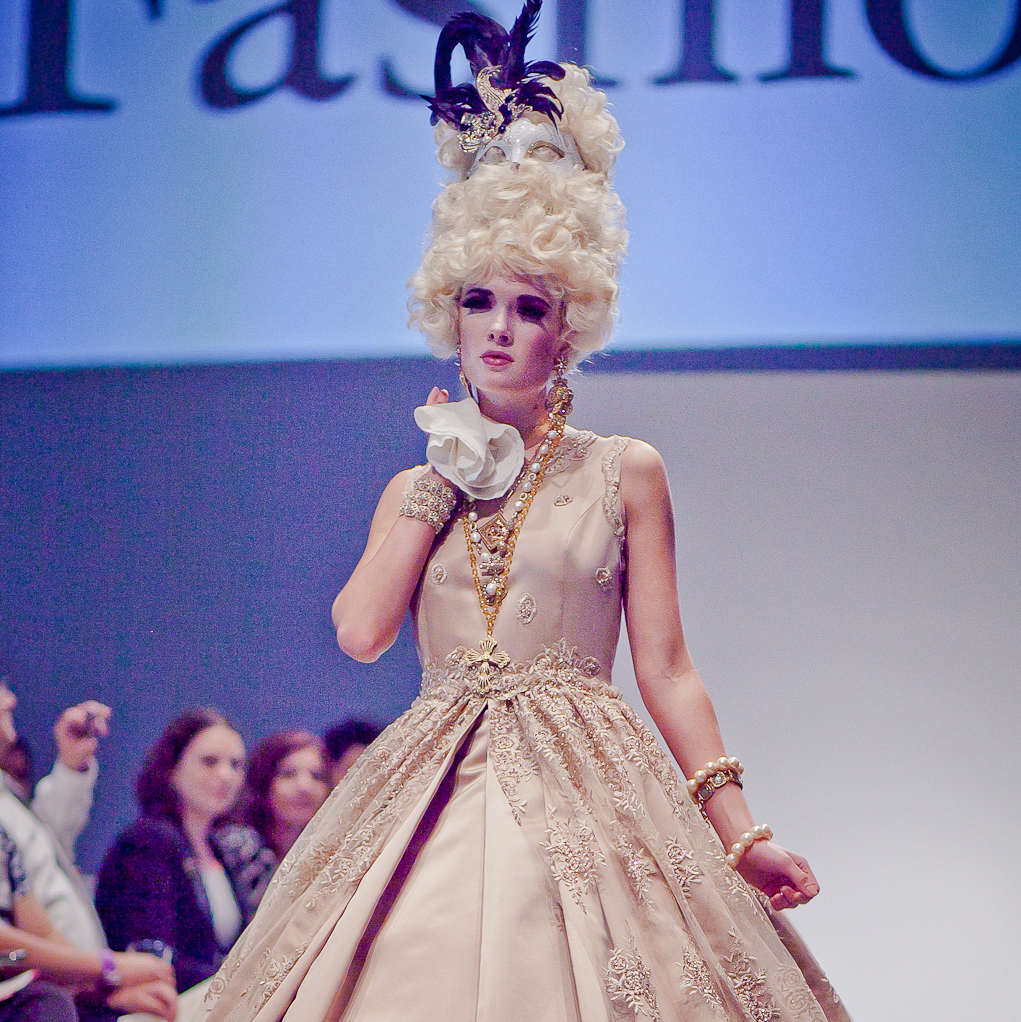 Houston, Fashion Fusion, June 2015, modelbeige/gold gown by Samira Craig