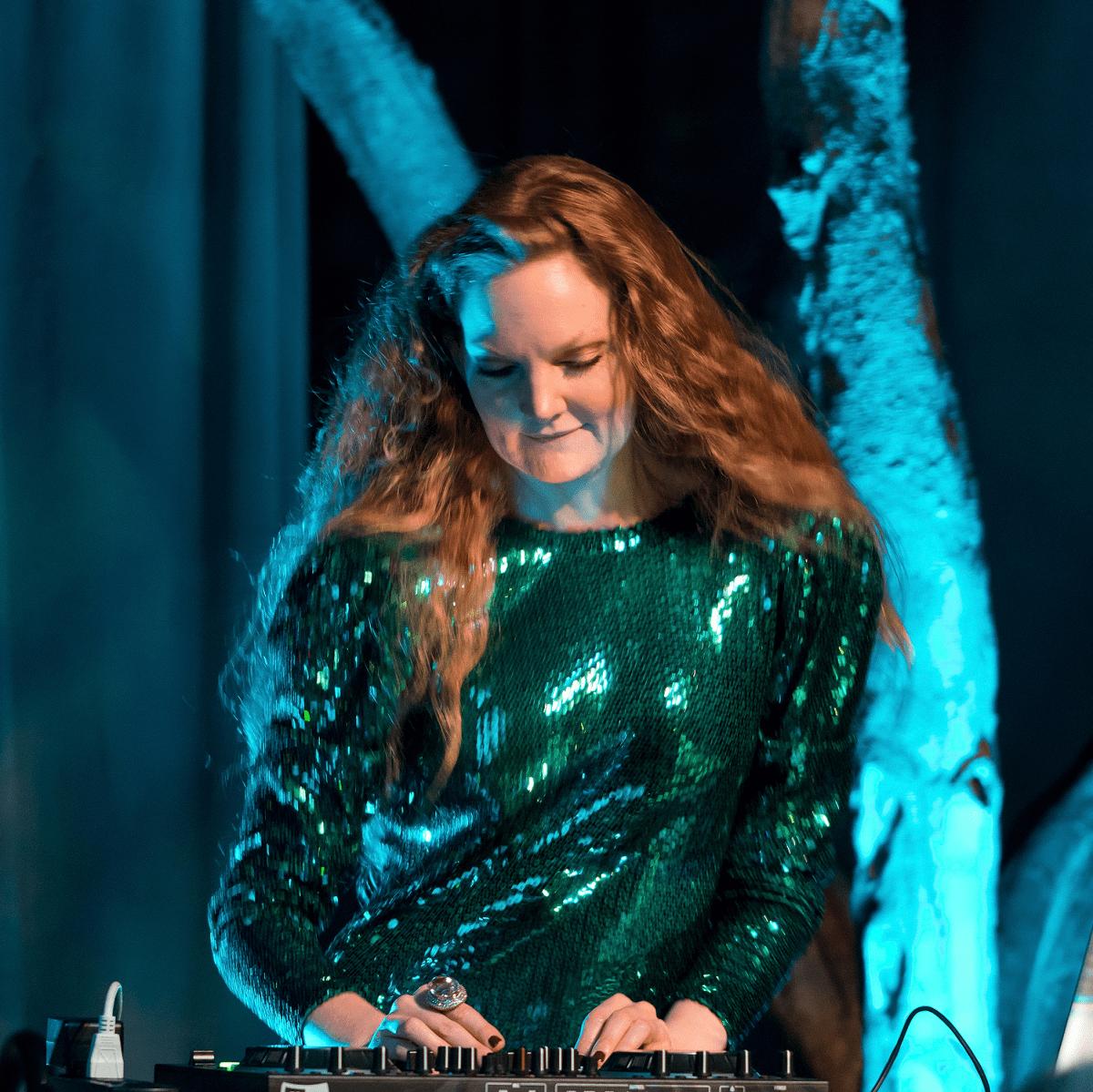 DJ Steffi Burns