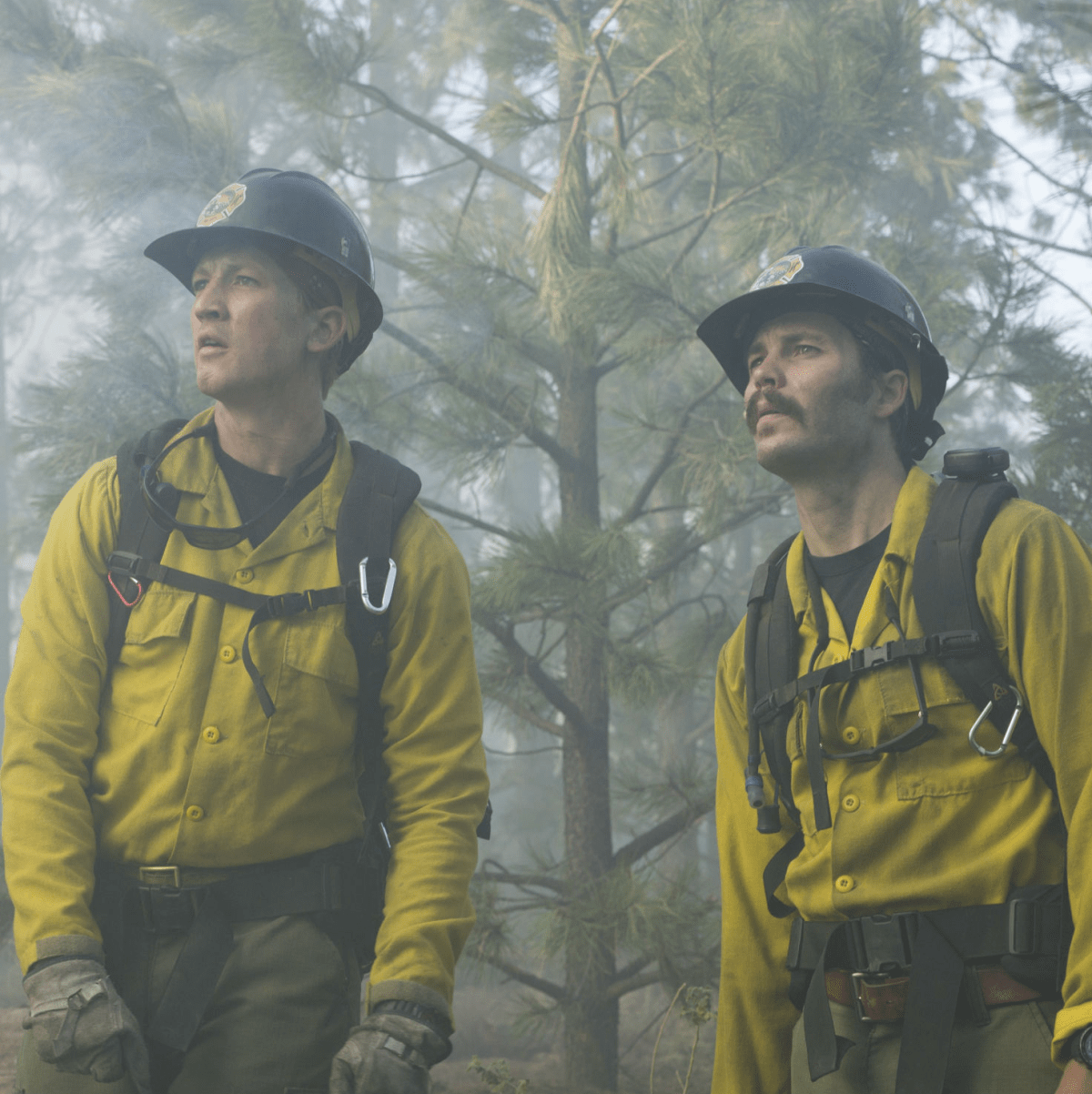 Miles Teller and Taylor Kitsch in Only the Brave