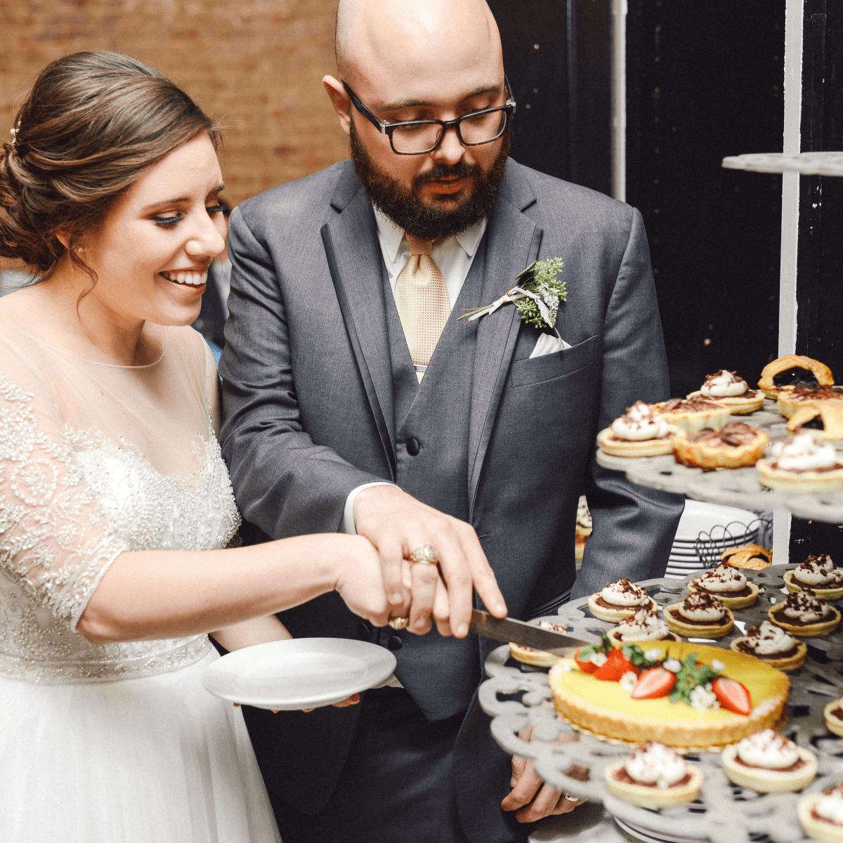 Beville Wedding, Cutting dessert