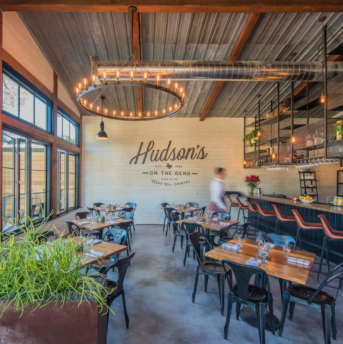 Hudsons on the Bend interior