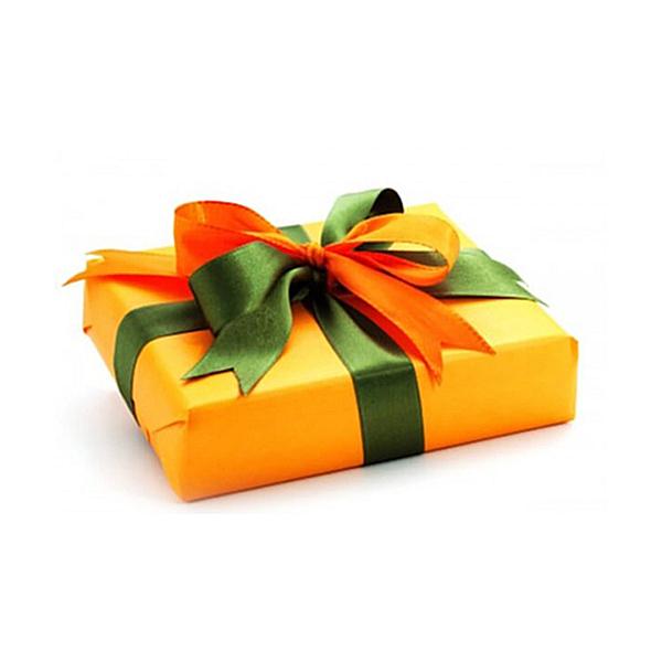 Как завернуть подарок в упаковочную бумагу без коробки