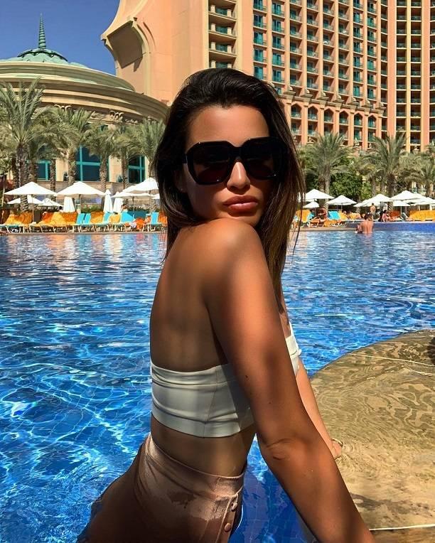 Папарацци опубликовали скандальные фото Ксении Бородиной в купальнике на отдыхе в Дубаи