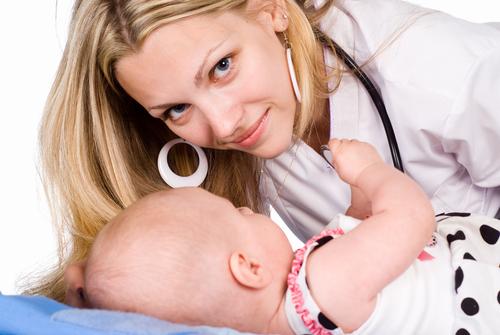 Как часто должен приходить врач к новорожденному в первый месяц