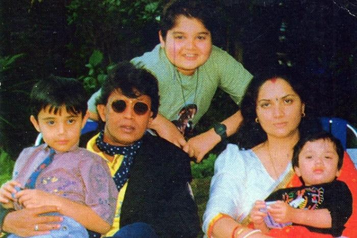 Михтун Чакработи с детьми и второй женой