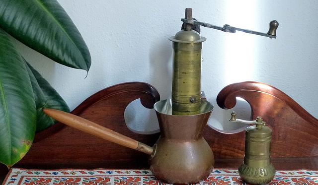 Džezva i mlin za kafu (Flickr/Ali Eminov)