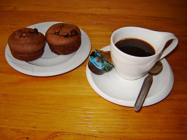 Kolač s pistaćima i kafa - za dobar početak dana