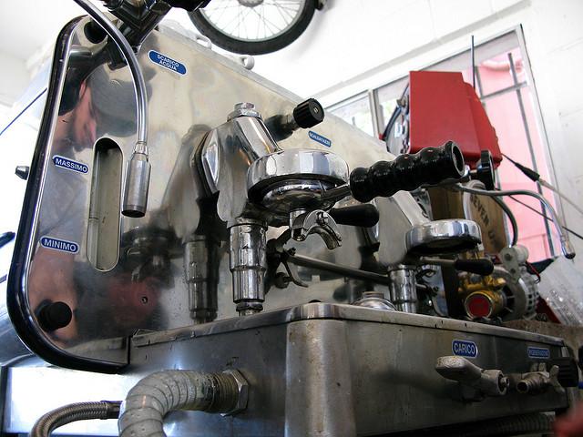 Faema E61 - prvi aparat za espresso na pumpu