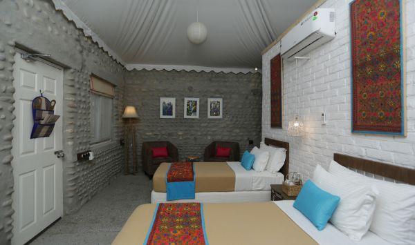 Premier Cottage- Twin Bed1