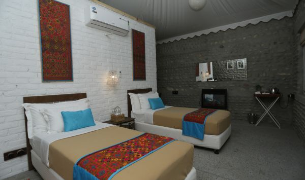 Premier Cottage- Twin Bed12