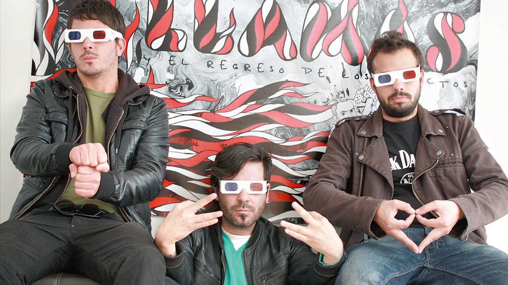 Liquits - fotografia con los tres miembros de la banda con lentes 3d