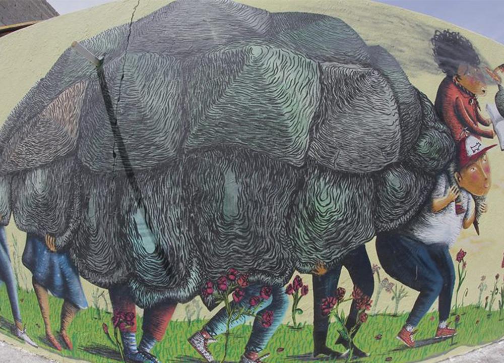 Ezequiel Frías Cheke - Mural de niños cubiertos con una piel de obeja