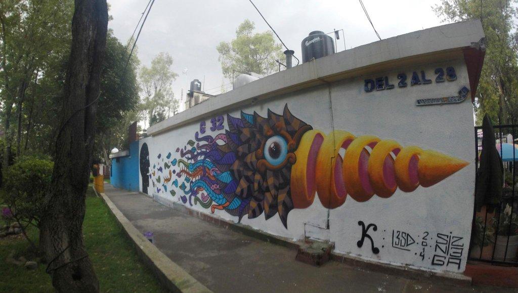 Raul Sisniega - Mural con especie de pez colorido que se desprendió de la boca de una silueta humana