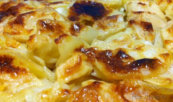 Печеная картошка в духовке со сметаной