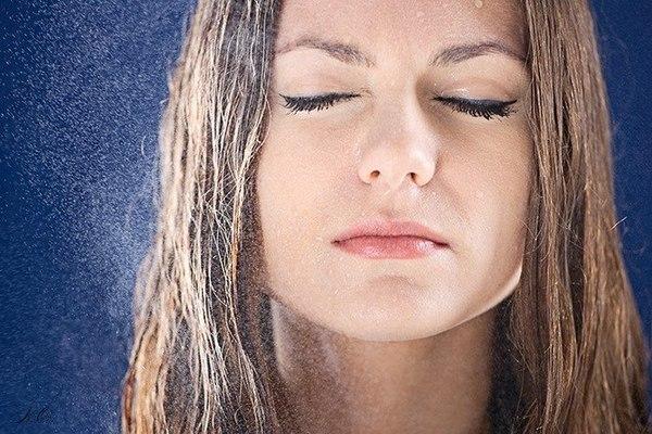 Почему потеет лицо у женщины причины